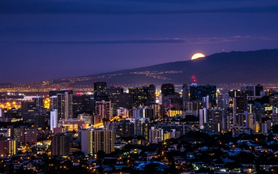 Moon over Honolulu, Oah'u