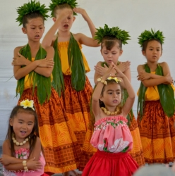 Keiki hula dances getting ready for a performance